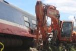 Va chạm lật tàu ở Quảng Bình: Tạm giữ tài xế máy xúc