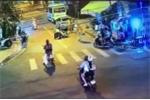 CSGT bị người vi phạm đánh ngay giữa phố