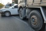 Tai nạn liên hoàn trên phố Sài Gòn, 3 xe dính vào nhau, khóa chặt 2 làn đường