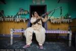 Người phụ nữ nhiều năm cầm súng đi săn 'yêu râu xanh' ở Ấn Độ