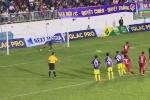 Video: Đồng đội U23 tặng phạt đền, Công Phượng cứu HAGL
