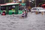 Toàn cảnh bão số 9 hoành hành khiến đường ngập, nhà cửa tan tác ở Khánh Hòa