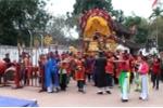 Video: Bỏ đả cầu cướp phết, rước thánh du xuân ở Vĩnh Phúc