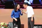 Nữ MC xinh đẹp dẫn chương trình đối thoại với Jack Ma là ai?