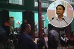 Hàng xóm đến chia buồn với gia đình Chủ tịch huyện Quốc Oai
