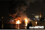 Ảnh: Hiện trường tàu chở hơn 2.000 tấn dầu cháy ngùn ngụt trong đêm ở Hải Phòng