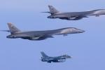 Máy bay ném bom chiến lược Mỹ lượn sát bờ biển Triều Tiên sau động đất