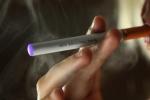 Đang hút thuốc lá điện tử, pin phát nổ, chàng trai chết thảm