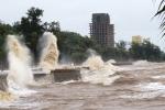 Bão số 4 tiến nhanh vào đất liền, mưa dông bao trùm các tỉnh Quảng Ninh-Thanh Hóa