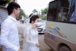 Cô dâu lau nước mắt chào người thân về nhà chồng và lý do cảm động phía sau