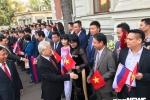 Tong Bi thu Nguyen Phu Trong gap go nhan vien dai su quan va cong dong nguoi Viet khi vua toi Nga hinh anh 4