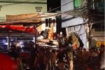 Xe tải đâm sập nhà dân, nhiều người bị thương ở TP.HCM