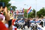 A quan World Cup 2018 Croatia tro ve giua bien nguoi va khoi phao hinh anh 7
