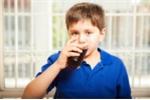 Uống nước ngọt có gas thường xuyên, trẻ mắc nguy cơ gan nhiễm mỡ