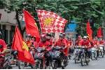 CĐV diễu hành, hò hét trước trận Việt Nam - Malaysia