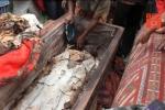 Video: Kinh hãi lễ hội diễu hành xác chết ở Indonesia