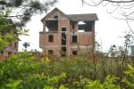 Video: Khu biệt thự trăm tỷ bỏ hoang, cỏ mọc um tùm như nhà 'ma'