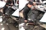 Clip: Ô tô con nát bươm sau tai nạn, tài xế sống sót kỳ diệu