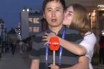 Video: Phóng viên Hàn Quốc được phụ nữ Nga hôn liên tiếp trên sóng trực tiếp