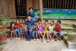 Học sinh nghèo Điện Biên vỡ oà hạnh phúc nhận quà trước thềm năm học mới