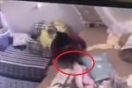 Người giúp việc đánh đập, tung bé 2 tháng tuổi sẽ bị xử lý ra sao?