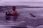 Clip: Người đàn ông lao xuống hồ băng cứu chú chó mắc kẹt