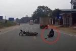 Clip: Pha tai nạn 'thần chết ngủ quên' ngoạn mục ở Phú Thọ