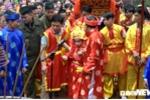 Ảnh: Bảo vệ nghiêm ngặt kiệu rước 'Tướng bà' 9 tuổi ở hội Gióng