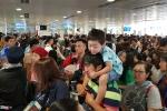 Ảnh: Sân bay Tân Sơn Nhất đông nghẹt người ngày 29 Tết