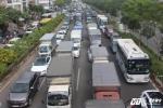 Đại lộ Phạm Văn Đông kẹt cứng, giao thông hỗn loạn