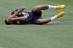 Cầu thủ Brazil tập kiểu 'xé xác', Neymar lại diễn kịch ăn vạ