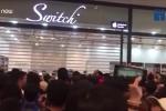 Video: 11.000 người chen chúc xếp hàng chờ mua iPhone giá hơn 1 triệu đồng