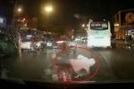 Clip: 'Ninja Lead' rẽ không quan sát, va chạm liên hoàn với 2 ô tô