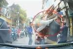 Clip: Tài xế Hyundai i10 bắt vạ nhầm người, lãnh liên hoàn đấm