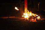 Video: Hà Nội rét đậm, dân lao động co ro đốt lửa sưởi ấm ven đường