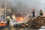 Ảnh: Đám cháy khủng khiếp, thiêu rụi nhiều căn nhà ở Đồng Nai