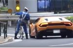 Clip: Lamborghini vượt đèn đỏ, bị cảnh sát phóng xe đạp đuổi theo lập biên bản
