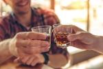 3 lầm tưởng tai hại của quý ông khi uống rượu bia