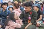 Ảnh: Khoảnh khắc xúc động lễ giao nhận tân binh ở Bình Định