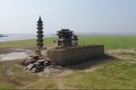 Hồ rộng nhất Trung Quốc cạn nước, lộ hòn đảo cổ nghìn tuổi