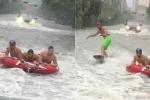 Dân Mỹ rủ nhau ra đường bơi phao, lướt sóng giữa 'siêu bão thập kỷ'