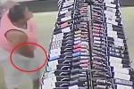 'Quý bà' trộm 18 chai rượu 'khủng', nhét cả vào quần và áo lót để giấu