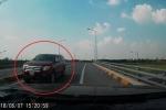 Clip: Ô tô bán tải chạy ngược chiều kiểu 'giết người' trên cao tốc Hưng Yên - Hà Nội