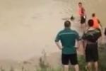 'Xác chết trôi sông' đột ngột 'sống dậy' khi được cứu