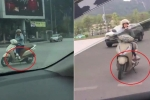 Clip: Nữ 'ninja Lead' dựng xe, ngồi vắt chân 'nấu cháo' điện thoại giữa ngã tư