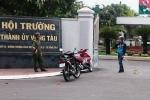 Ném bom xăng, cầm mã tấu đứng cổng Hội trường Thành ủy Vũng Tàu thách thức cảnh sát