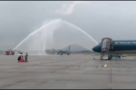 Clip: Màn phun vòi rồng chào đón đoàn thể thao và tuyển Olympic Việt Nam