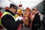 'Tôn Ngộ Không' bị cảnh sát giao thông chặn hỏi giữa đường