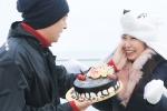 Ghen tị với hình ảnh Ngô Kiến Huy mừng sinh nhật Khổng Tú Quỳnh trên đỉnh Fansipan