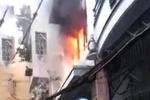 Cứu người phụ nữ ngoại quốc kẹt trong đám cháy ở phố đi bộ Bùi Viện